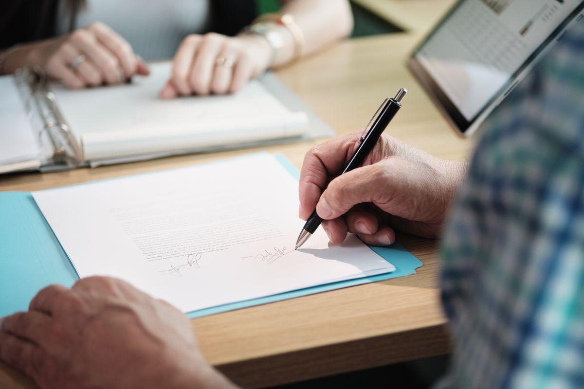 Contrato de trabajo: cracterísticas